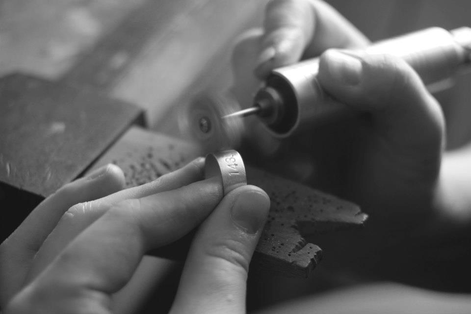 polishing metal ring jewelry